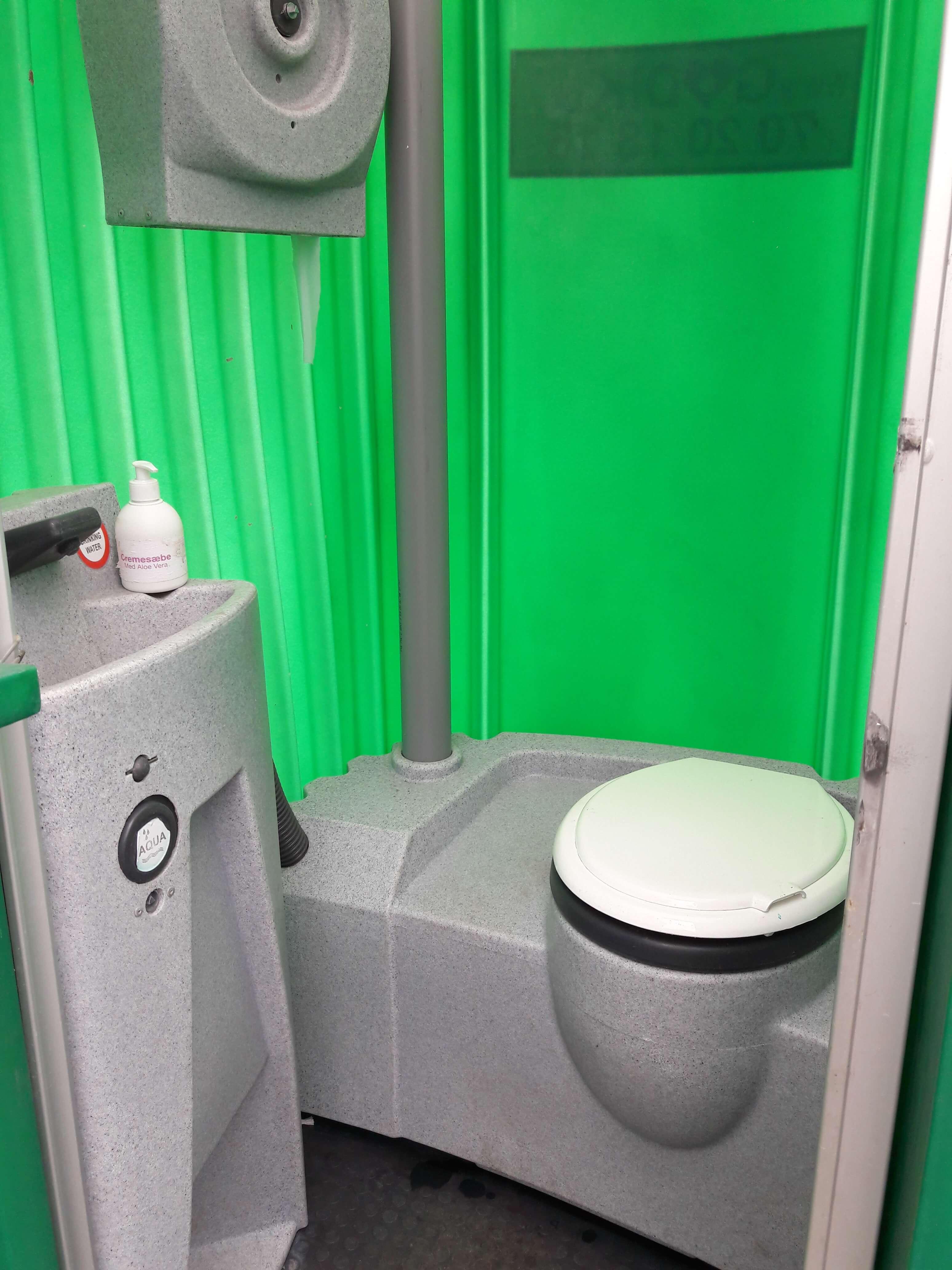 grønt mobil toilet